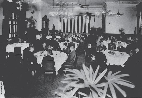 山水亭一景( 1940 年 3 月拍攝)。 1939 年由王井泉成立的「山水亭」,位於大稻埕,具有「台北文化沙龍」的美名。圖 鄭嘉南先生提供