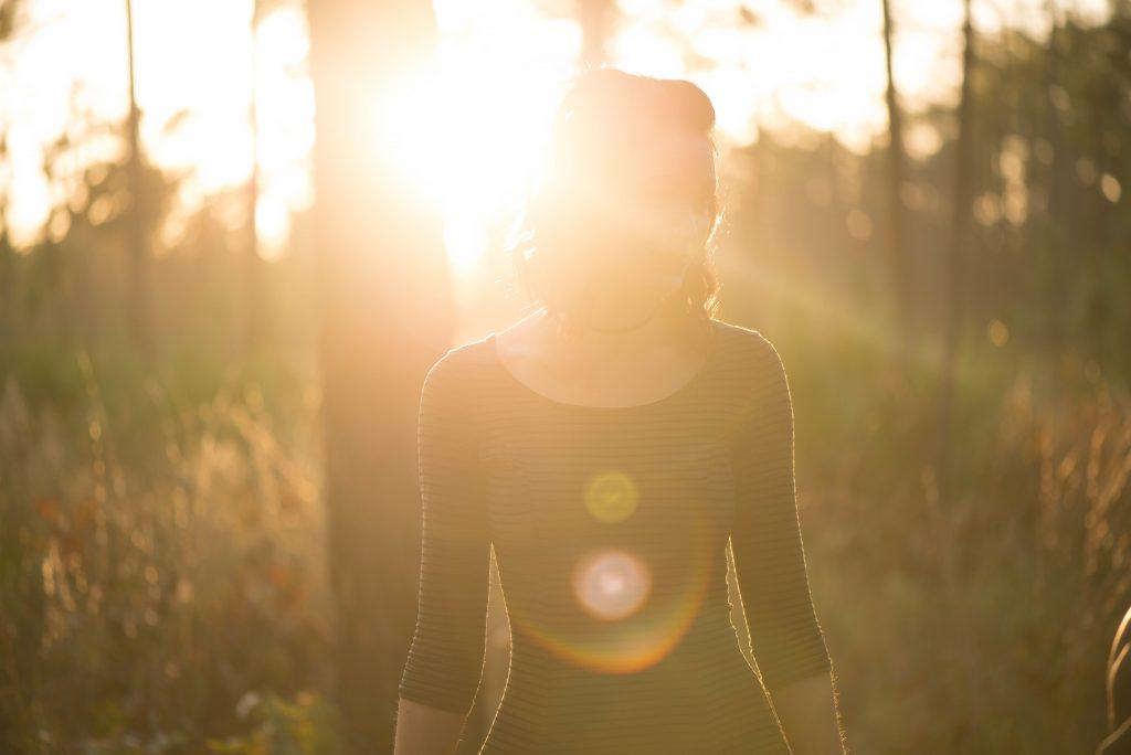 當「陽光」遇上「過氧化氯(ClOOCl)」會加速破壞臭氧層。圖片來源|StockSnap.io by Natalie Collins