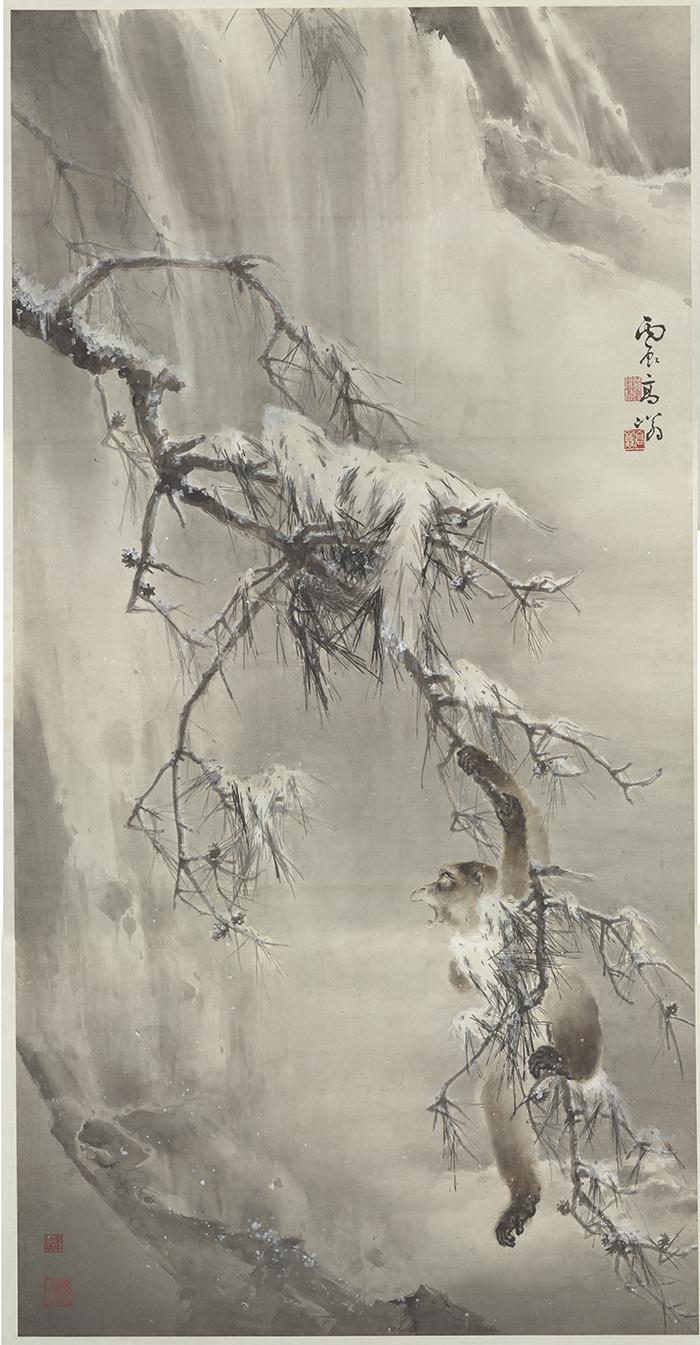 高奇峰《寒猿戲雪》:天氣雖然冷,但猿猴依然顯得精神飽滿,神態生動傳神。 圖片來源│嶺南美術館