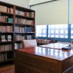 滿滿的藏書包圍著書桌,這是一代知青胡適先生的書房。攝影│張語辰