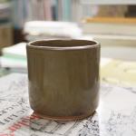 杯子這種物品像是「時空膠囊」,保存創作者當下的情境、心情。 攝影│張語辰