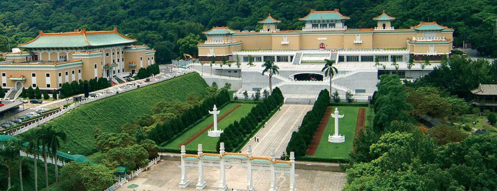 1960 年代之後,許多美國華裔或歐美的藝術史學者,來到台灣參觀故宮博物院的收藏、或發表學術文章,現代化的藝術史研究也就引進了台灣。 圖片來源│國立故宮博物院
