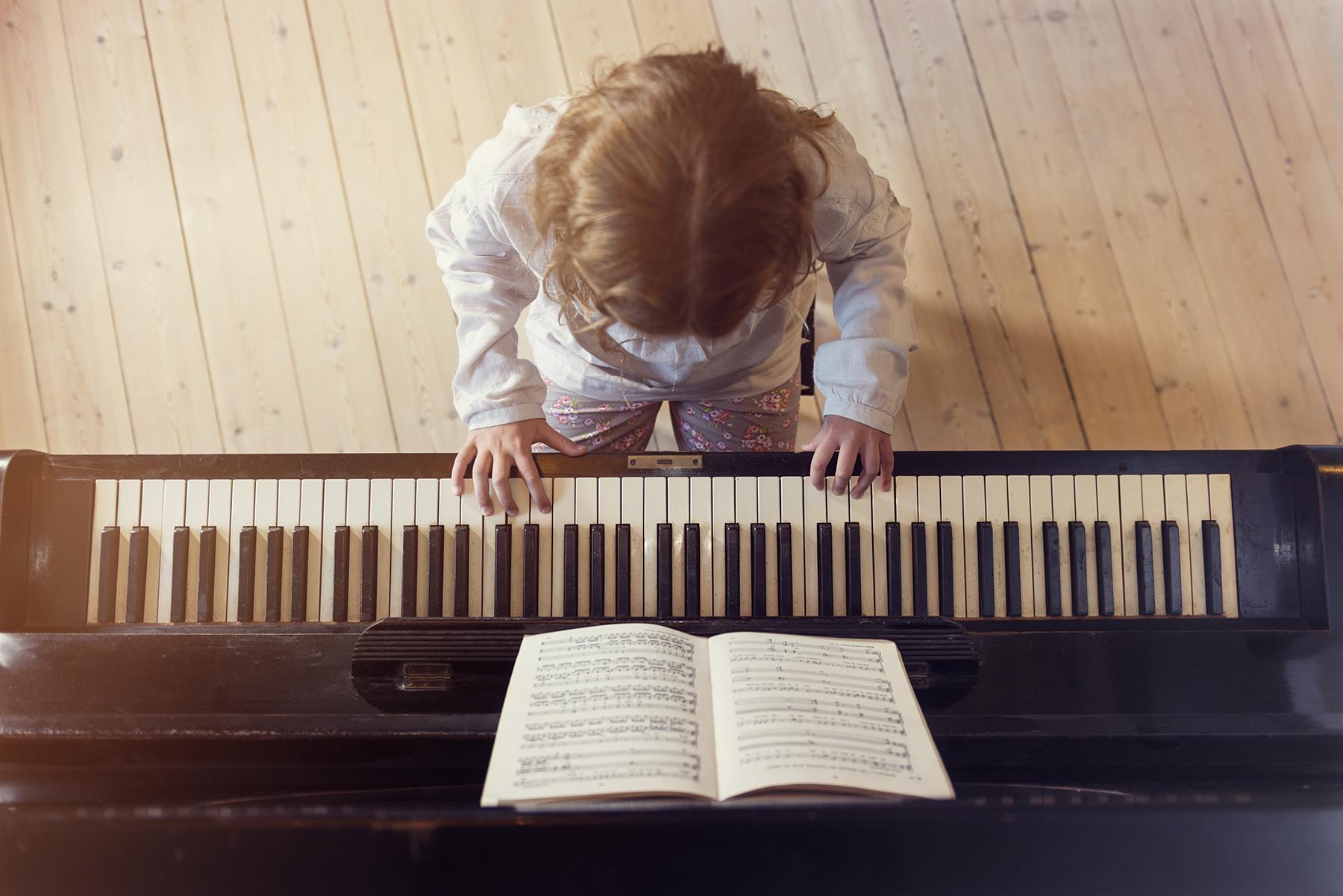 自動採譜的功能與發展,讓人人都能開外掛擁有莫札特的絕對音感與解譜能力,可以馬上就編譯樂譜。圖│iStock
