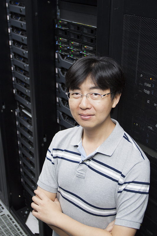 中研院地球所李憲忠副研究員,利用超級電腦研究臺灣過去、現在和未來的地震。 攝影│張語辰