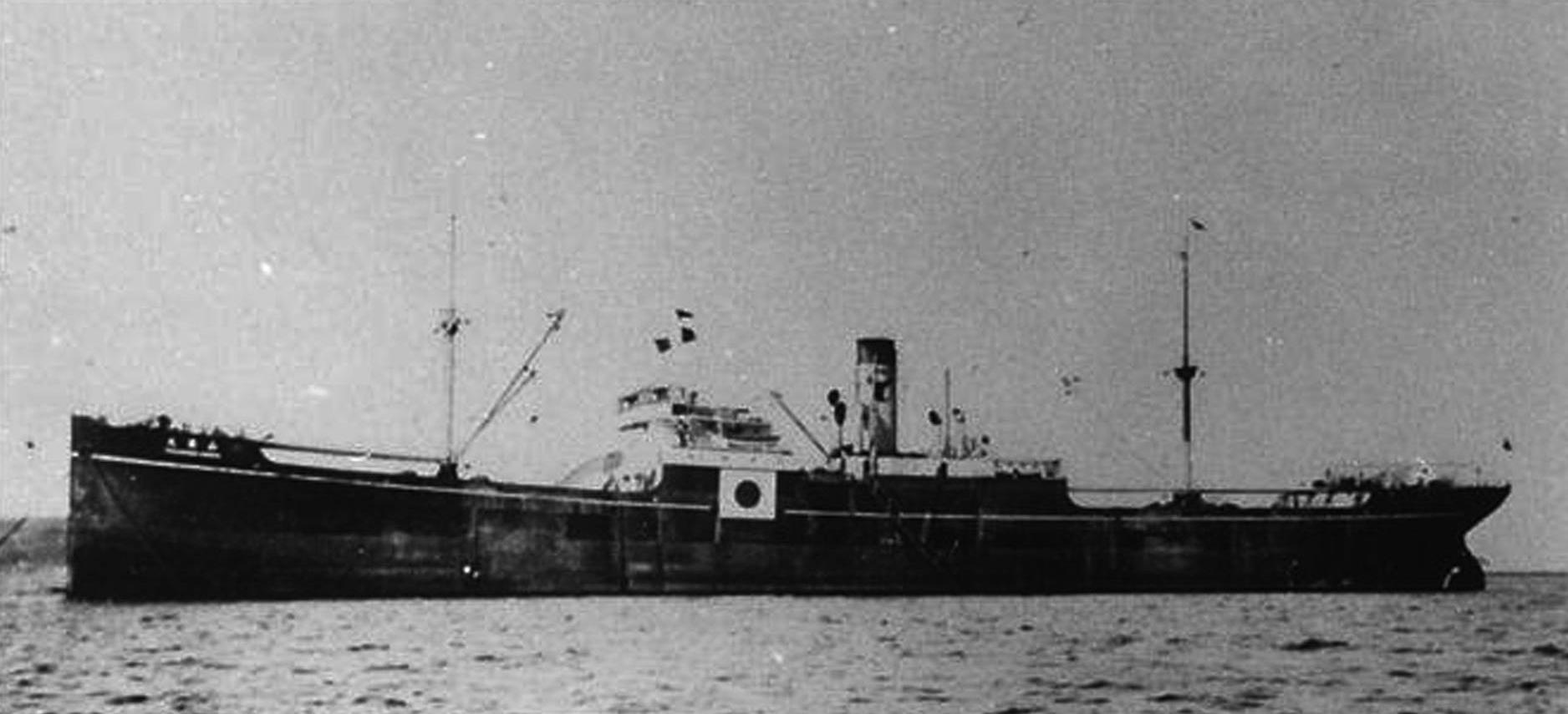 日本運輸船山藤丸, 1942 年 10 月 19 日沉沒於澎湖外海。但耐人尋味的是,美國表示該船是由美國潛艇「長鬚鯨號」以魚雷擊沉,但日方的記載卻是「觸礁」。臧振華表示,這種「各自表述」的情況在戰爭相關史料中經常可見。資料來源│臧振華提供