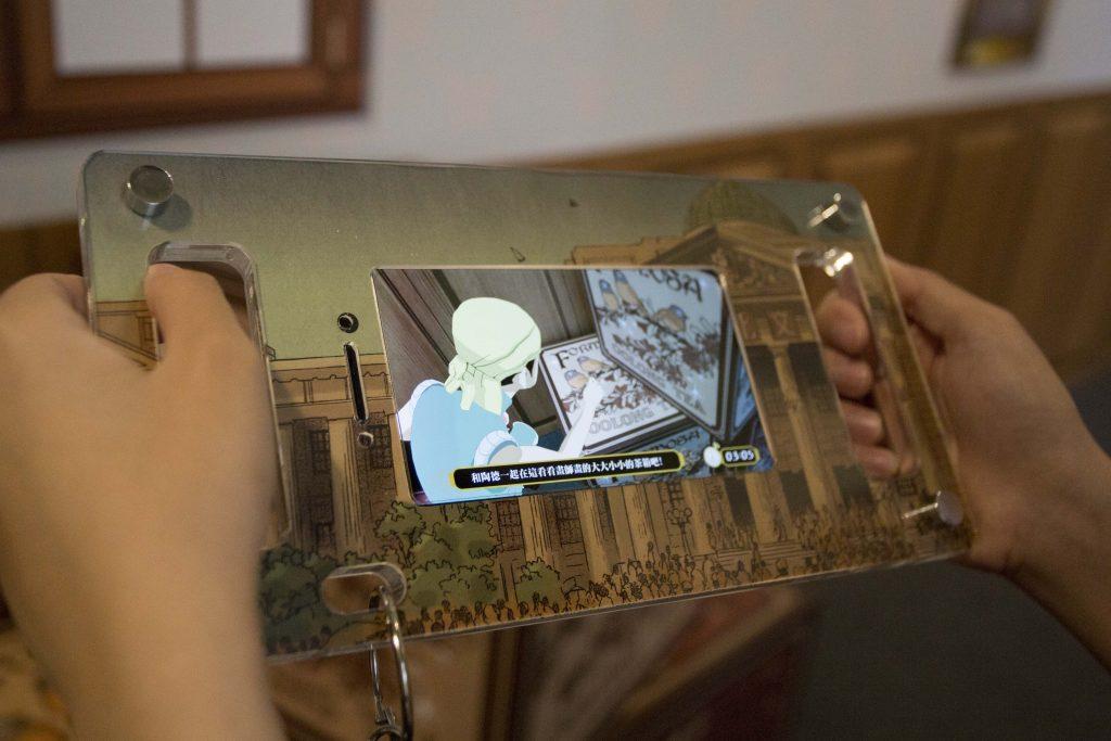 透過行動裝置 AR ,看見 19 世紀當時的繪師,在要出口到國外的臺灣茶葉箱子畫上各種精美的圖繪。 攝影│張語辰