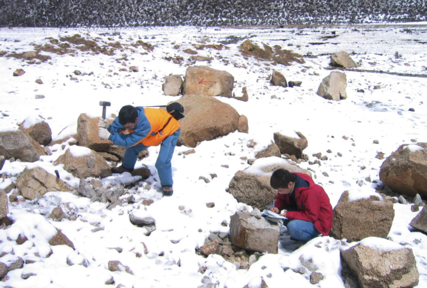 鍾孫霖與團隊在西藏進行地質調查。圖│鍾孫霖提供