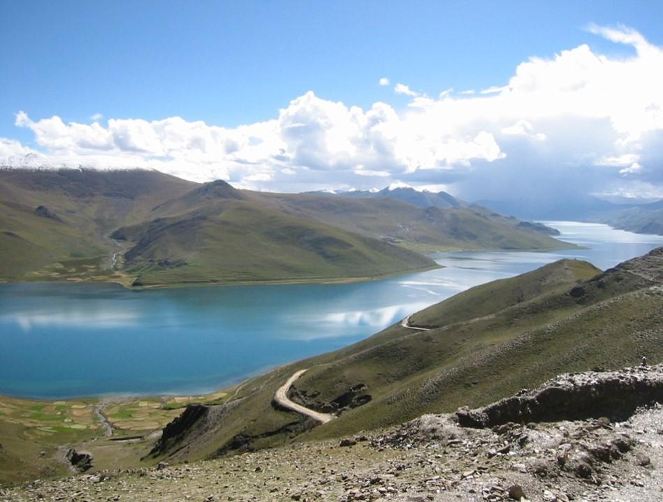 鍾孫霖前往西藏研究世界屋脊的誕生。圖為羊卓雍錯。 攝影│鍾孫霖