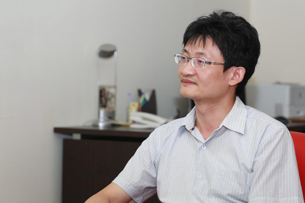 1999 年正在服兵役,曾隨部隊前往 921 地震災區救援的林宗弘,在離開震災現場十餘年後,以社會科學方法檢視當年的災難。 攝影│張語辰