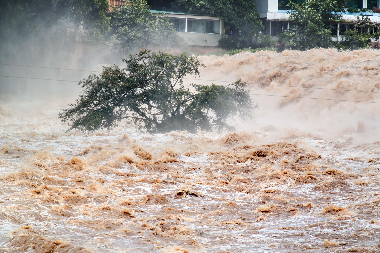 隨著氣候極端化,水災造成災害的力量漸超過火災。 圖片來源│iStock