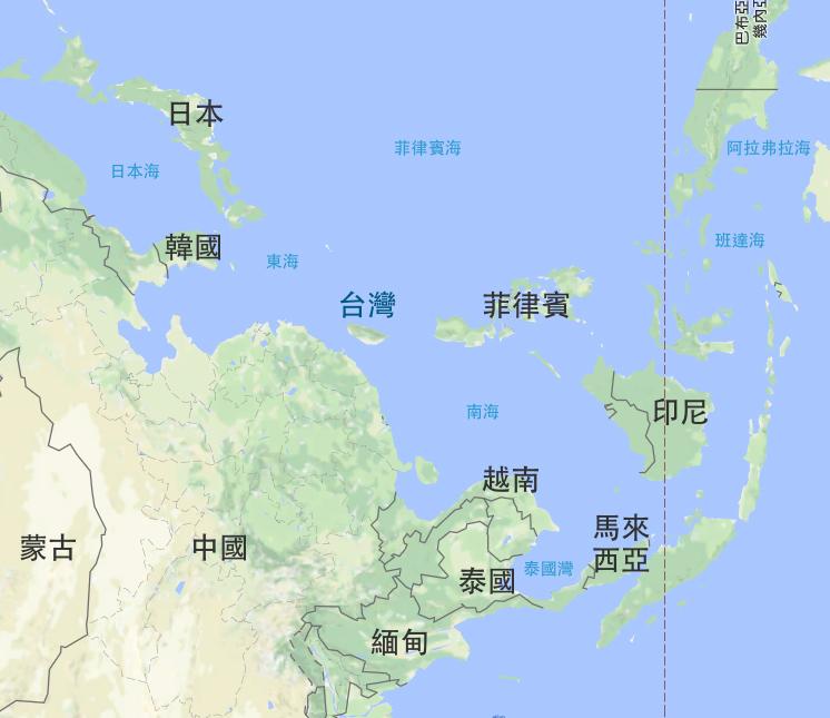 從古至今,地圖視角會影響思維。簡立峰提到,若換個角度看臺灣,別忘了日本、南韓、新加坡、東南亞就在附近,許多 AI 合作機會就在臺灣旁邊。 圖片來源│Google 地圖