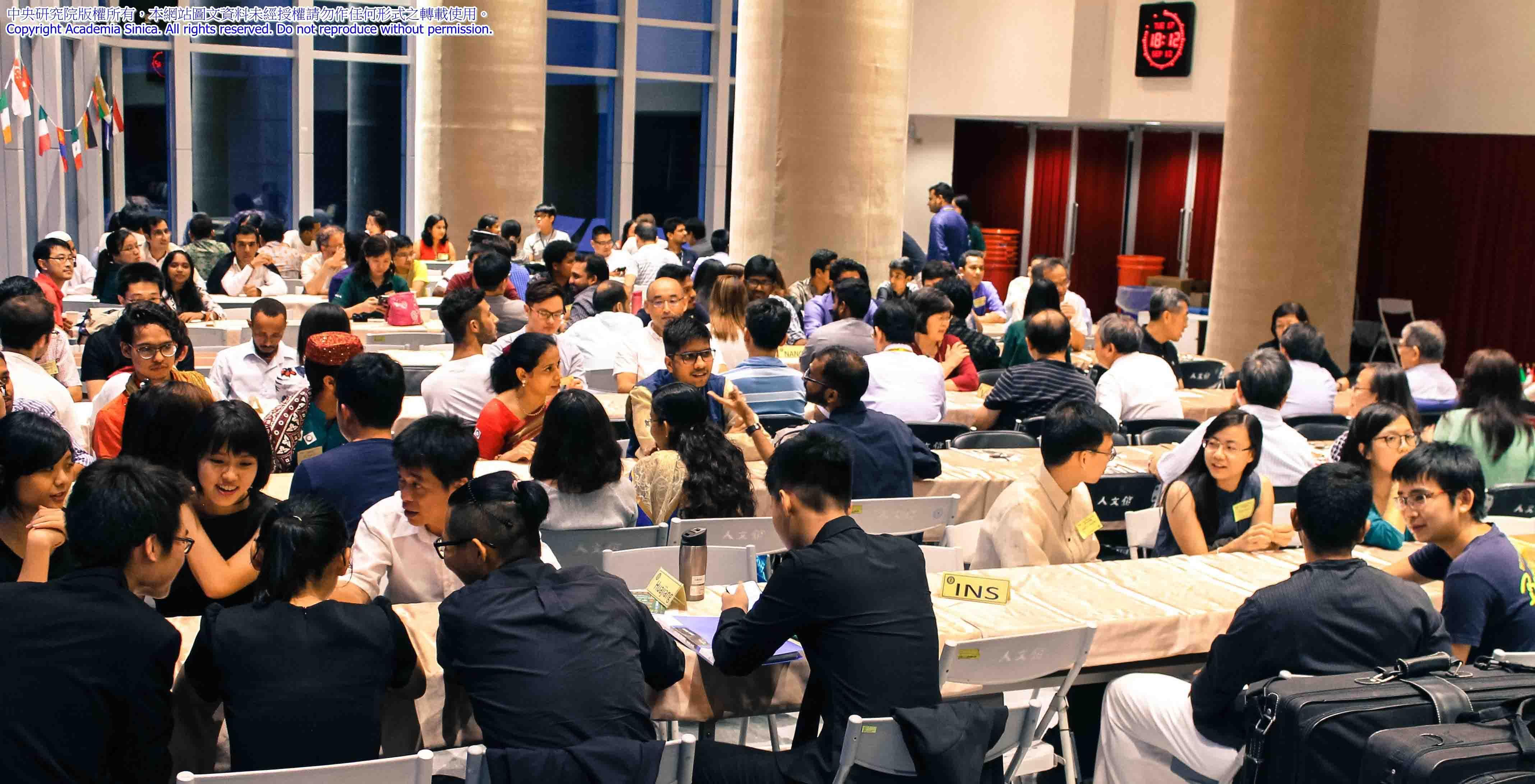 在 TIGP 學程中,有機會和來自 36 國的外籍同學交流,並使用中研院的尖端儀器。上課討論為全英文授課,師資除了中研院的研究人員,也包含與學程合作的國內各校老師。圖│2017-09-12 TIGP Welcome Party