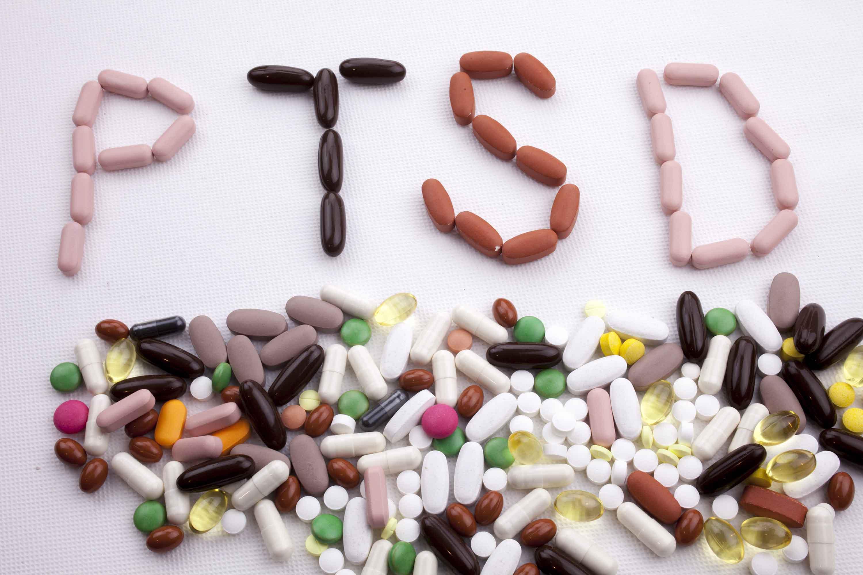 全球的心理治療室裡正在發生:創傷主體被餵食大量精神藥物,心理治療被化約成再適應或再教育的矯正術,創傷主體被鼓勵遠離、或遺忘釀成心理創傷的集體社會文化因素。(Sironi 2007; Bracken and Petty 1998) 示意圖來源│iStock