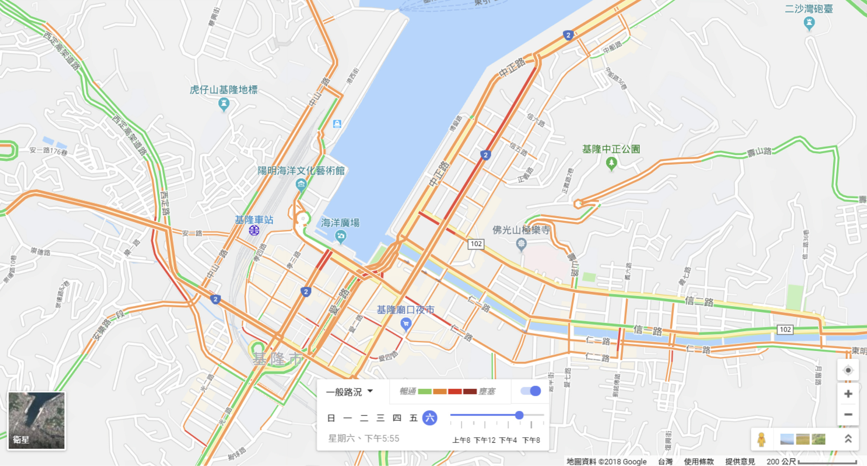 例如 google 利用手機定位紀錄來了解交通流量;國內電信業者,也曾利用紀錄正在行動上網的門號數量,來分析中元普渡時,人潮在基隆祭典園區內的流動趨勢。圖│Google 地圖