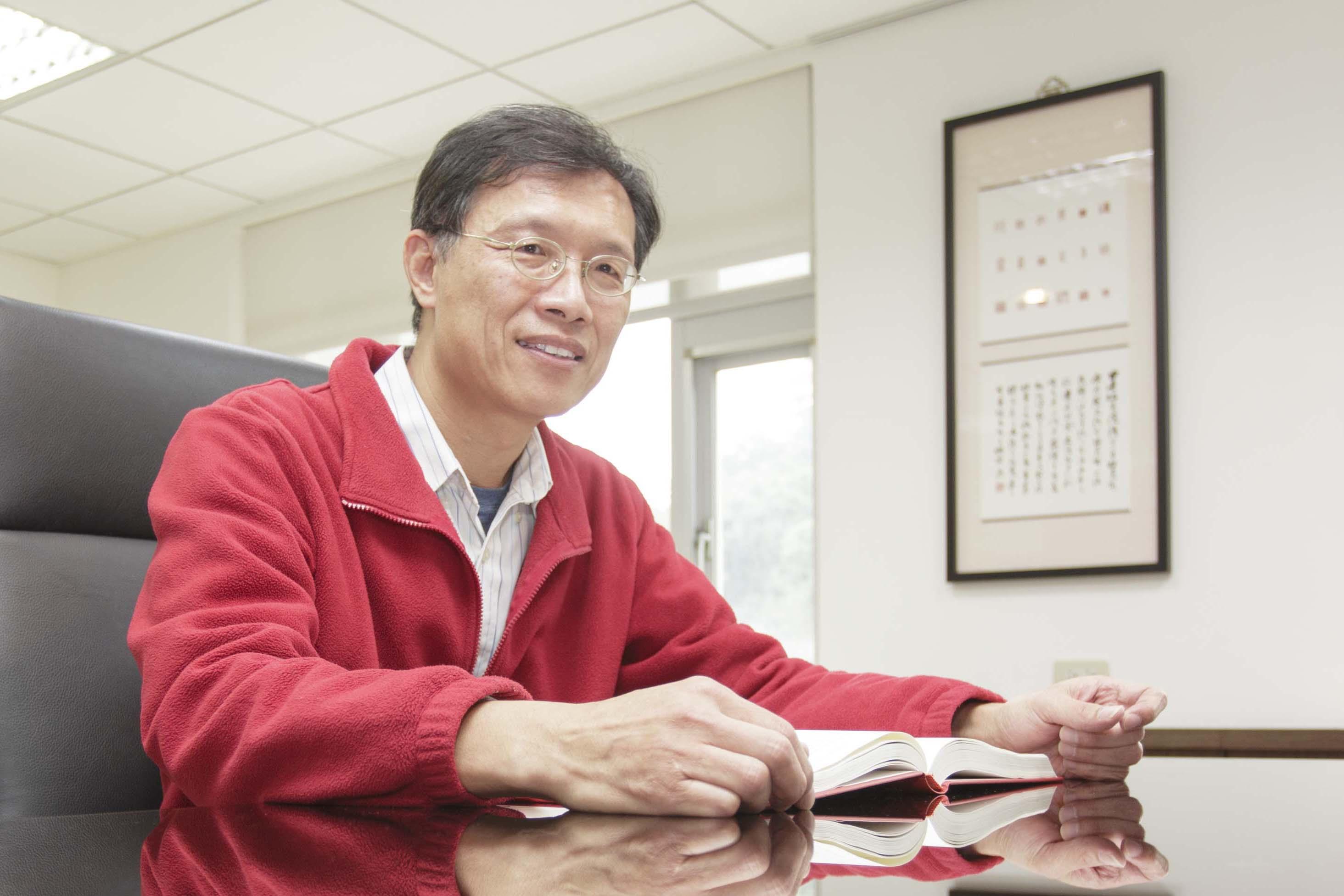 擔任中研院語言學研究所所長的林若望,研究語言學已經將近卅年,是國內少數精研「語意學」領域的學者。 攝影│張語辰