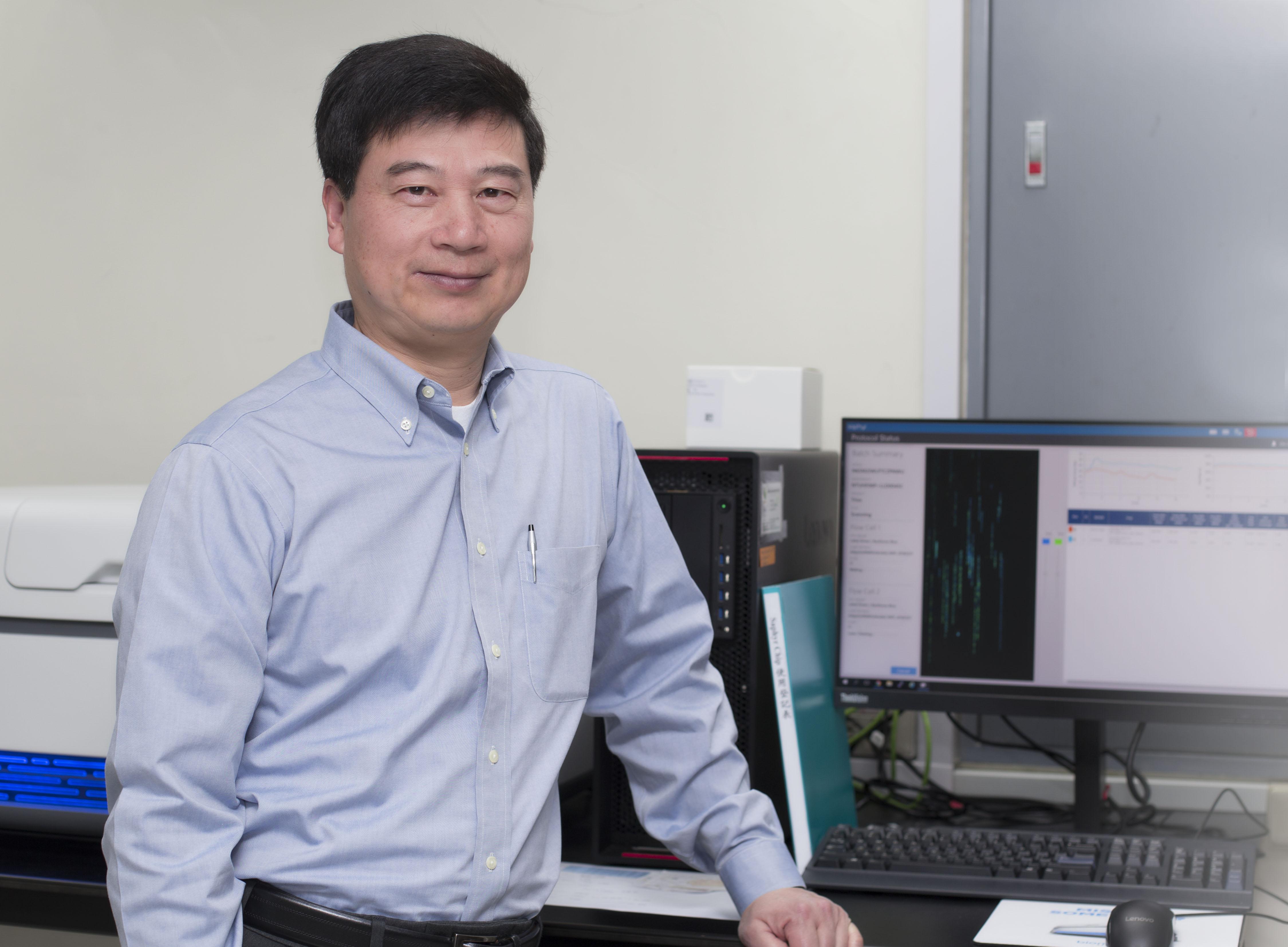 中研院生物醫學科學研究所(簡稱生醫所)所長郭沛恩與研究團隊,正努力推行兩個基因分析計畫:一個針對罕見遺傳疾病;另一個則力求讓大眾問診、用藥更加精確。 攝影│張語辰