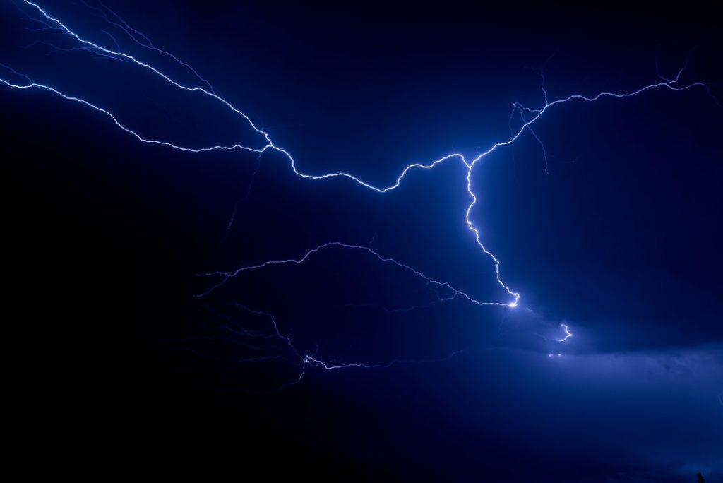 冬天打雷,代表什麼徵兆呢?圖片來源│Unsplash, Leon Contreras