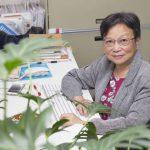 長年投身於研究植物硝酸鹽轉運蛋白,中研院分子生物研究所特聘研究員蔡宜芳的研究成果不僅刊登於國際頂尖期刊 Cell 中,更於日前獲頒臺灣傑出女科學家獎。 攝影│張語辰
