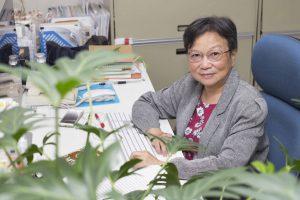 長年投身於研究植物硝酸鹽轉運蛋白,中研院分子生物研究所特聘研究員蔡宜芳的研究成果,不僅刊登於國際頂尖期刊 Cell 中,更於日前獲頒臺灣傑出女科學家獎。圖│研之有物