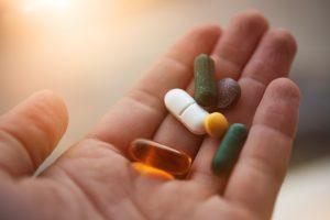 每種藥物,都是得來不易的基礎研究與後續研發成果。有些要十年、有些要等二十年、有些直到現在還在等。圖│iStock