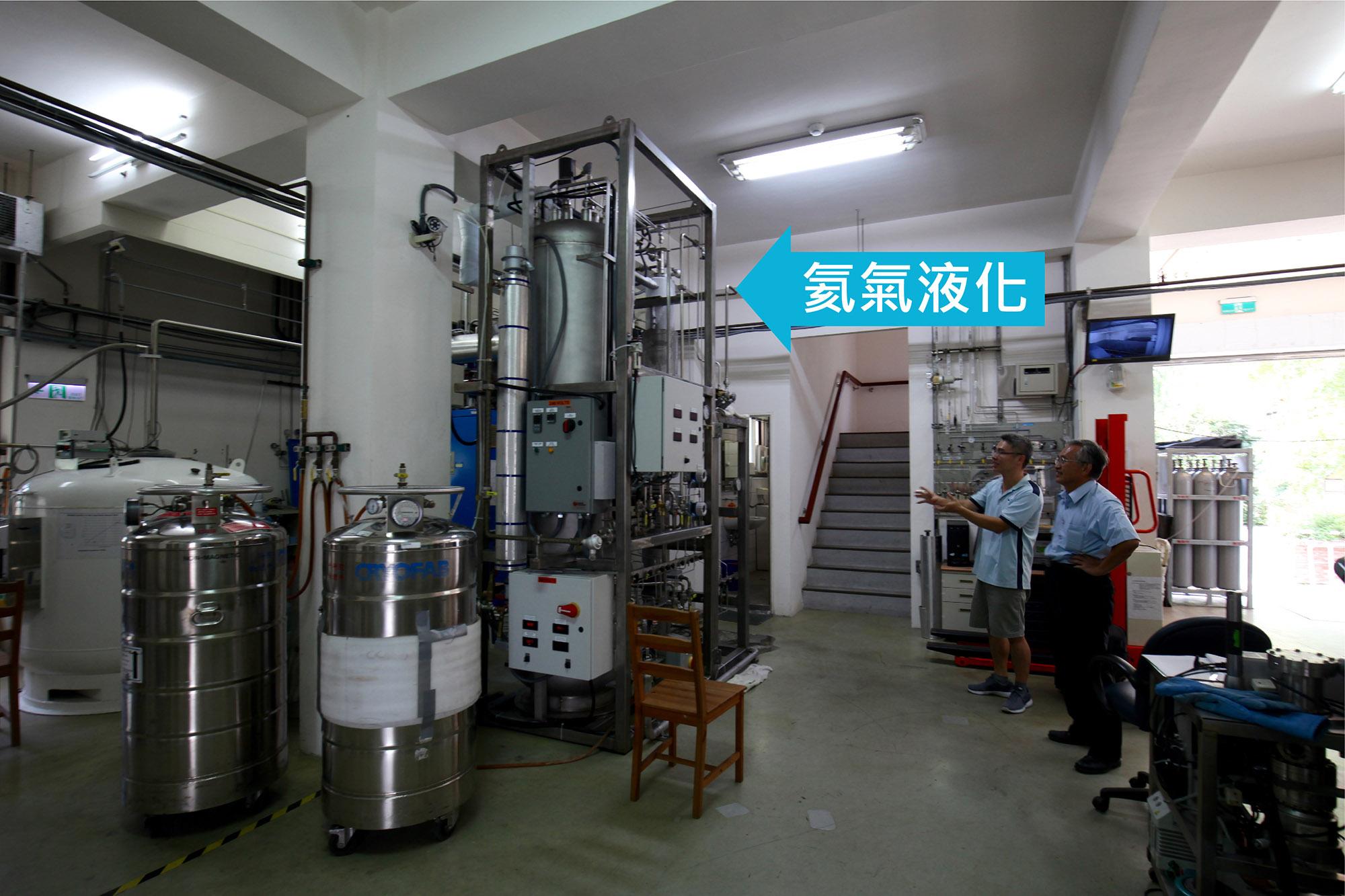 氦液化機室:回收的氦氣,經過這台機器液化後,再次用於物理所的低溫實驗。 攝影│廖英凱 圖說重製│張語辰