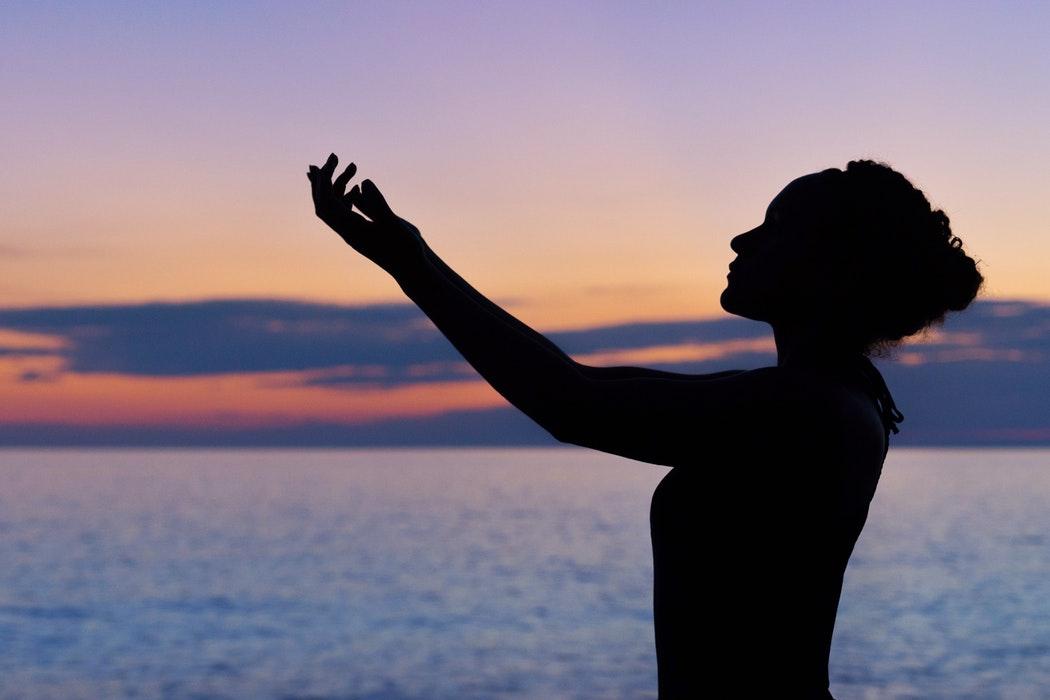 「身體感」在這個過程中扮演很重要的角色,因為從感官人類學的角度來看,「身體就是一種學習文化的方式」。圖│ William Farlow on Unsplash