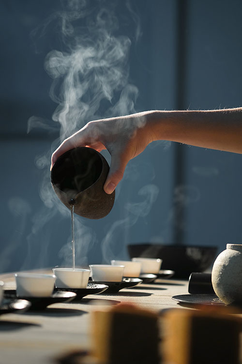 余舜德指出,品茶風格和藝術美學這些認知的建構,跟「身體」有密切關係。圖│ 五玄土 ORIENTO on Unsplash
