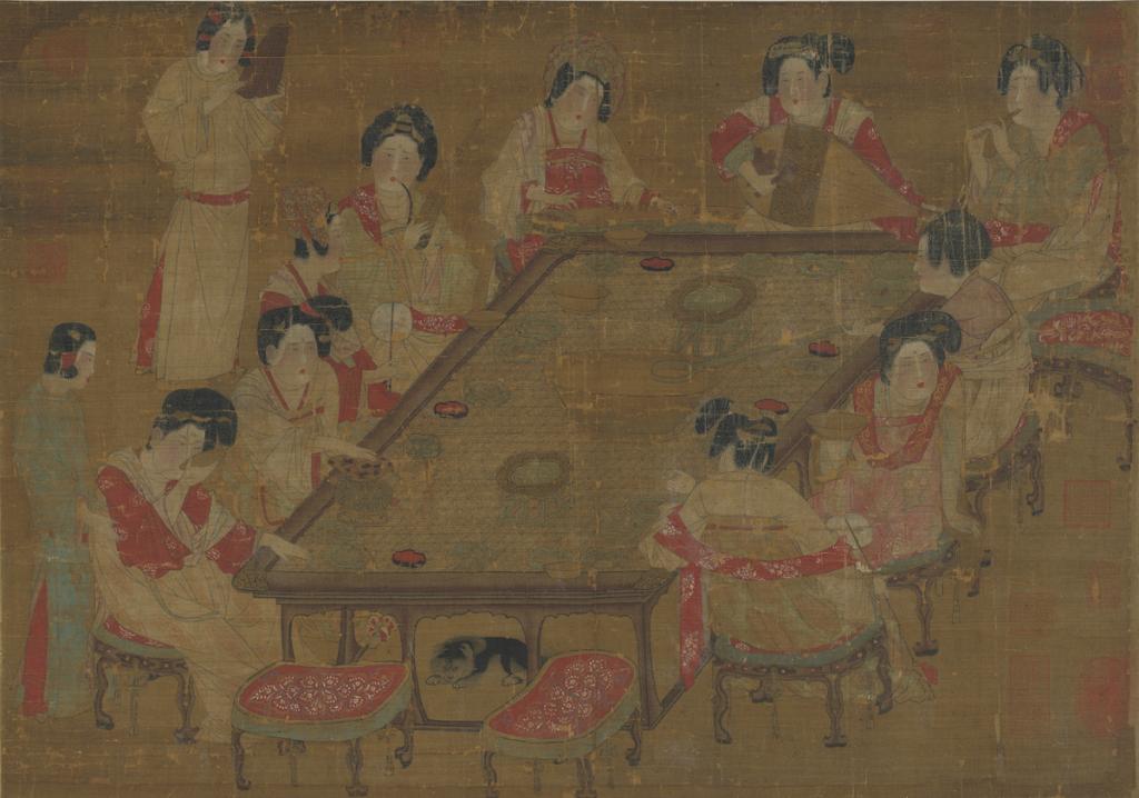 晚唐時尚是什麼樣?猶如這幅《唐人宮樂圖》所現,多樣的髮型、繃竹蓆的長方案、琵琶橫持彈奏方式等細節。 圖片來源│故宮 OPEN DATA 專區