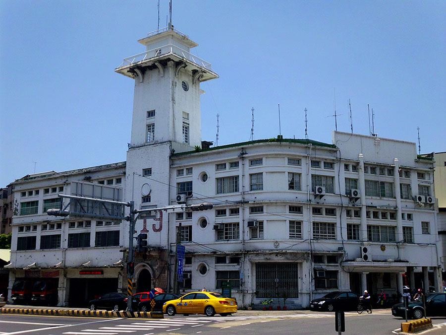 原臺南合同廳舍,高塔是消防瞭望臺。圖片來源│勤岸(維基百科 CC BY-SA 3.0)