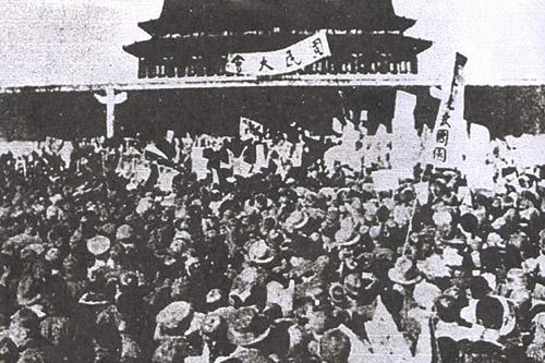 引發學生怒火,主動發起罷課運動。五四運動不僅演變成工人罷工、商人罷市的集體「三罷」運動,放在近代史的脈絡中,更是近代中國新文化運動的重要里程碑。圖│維基百科