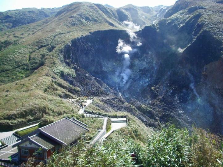 大屯火山群七星山上的小油坑。圖片來源│林正洪