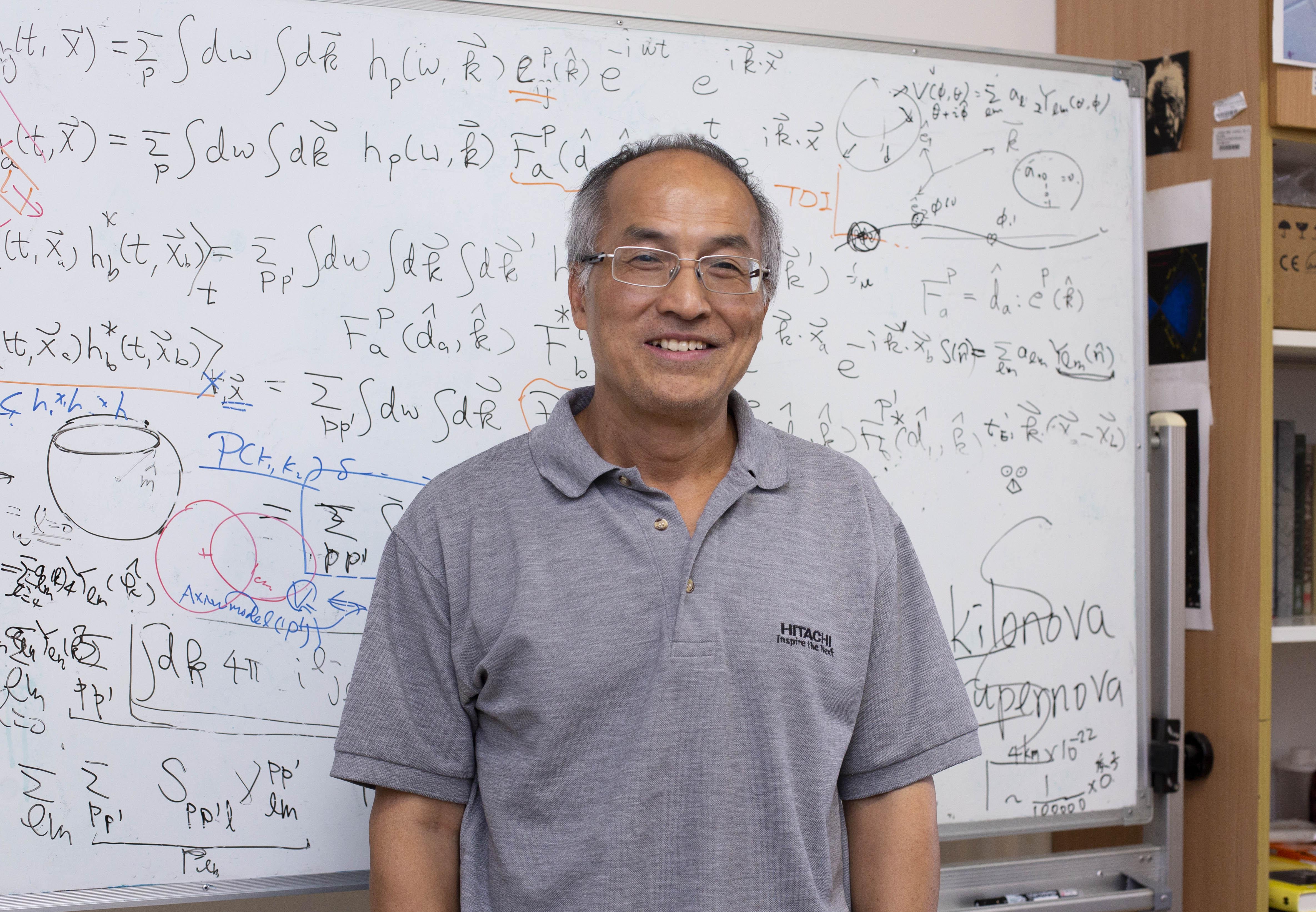 中研院物理所吳建宏研究員,以深厚的學養、推廣科學的使命感,將高深的重力波學理,轉化為生動好懂的科普演講,在 2019 年中研院院區開放日與民眾分享。攝影│林洵安