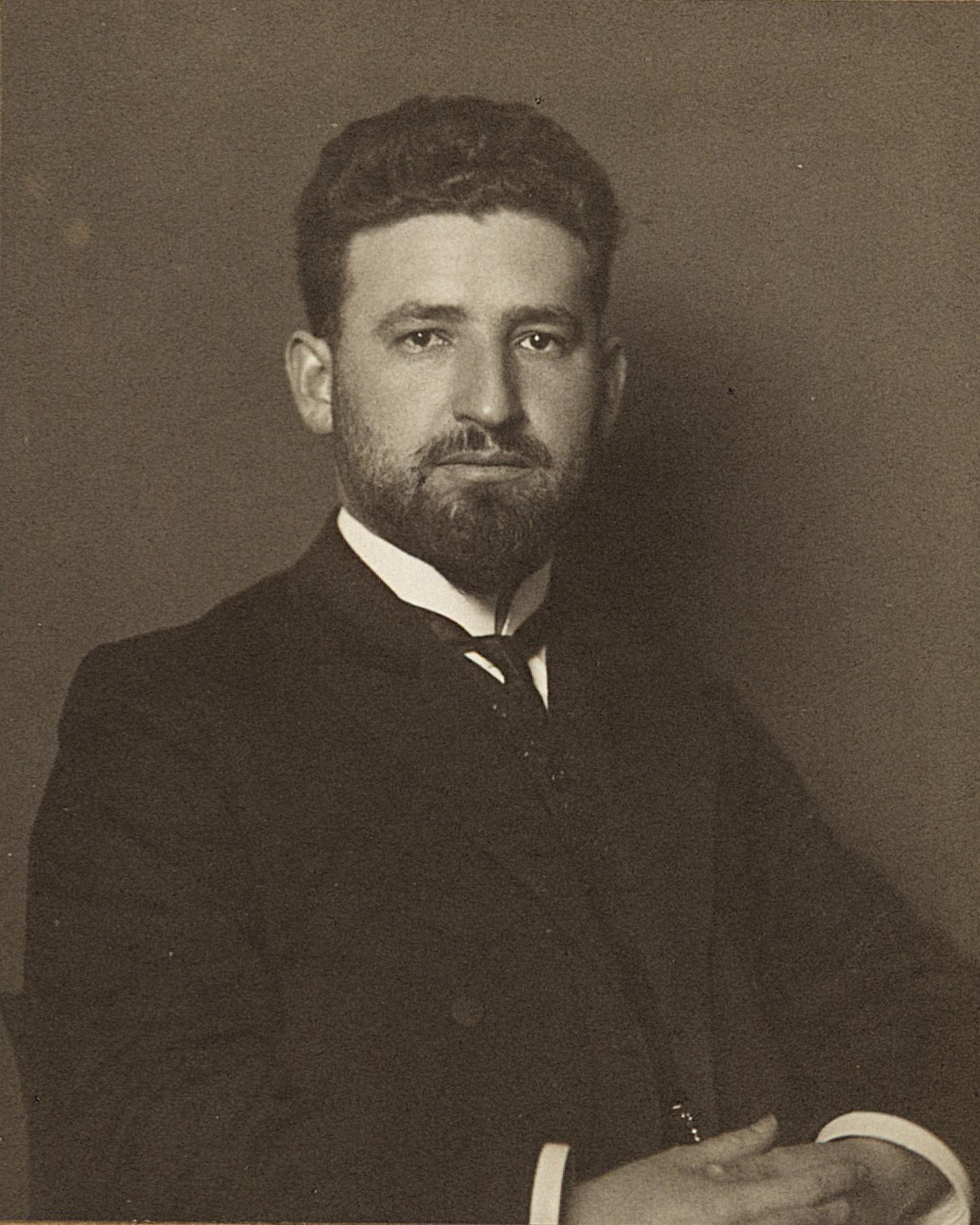 馬塞爾·格羅斯曼(Marcell Grossmann ,1878~1936年),猶太數學家,愛因斯坦的大學同窗和好友,專長是黎曼幾何,建議愛因斯坦將黎曼幾何中的里奇曲率張量納入重力方程式。圖片來源│維基百科