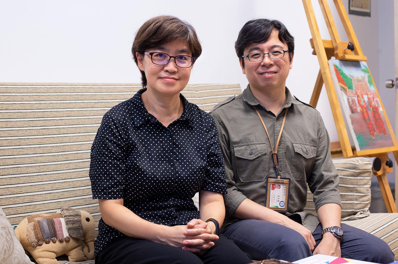 計畫召集人于若蓉(左)與專案經理黃奕嘉(右)。「時間」是家庭動態調查最可貴之處,需要人力、物力長期投入,但也能看出社會動態變化,調查結果可以驗證西方的理論,並突顯臺灣本土特有的現象。攝影│林洵安