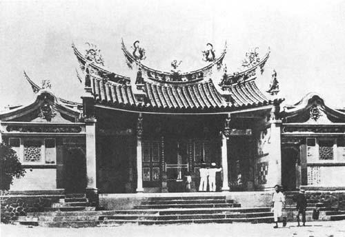 媽祖信仰約從明清時期傳入臺灣,逐漸「本土化」後,成為普遍的民間信仰。圖為日治時期的澎湖天后宮,這是臺灣最古老的媽祖廟。圖│Wiki