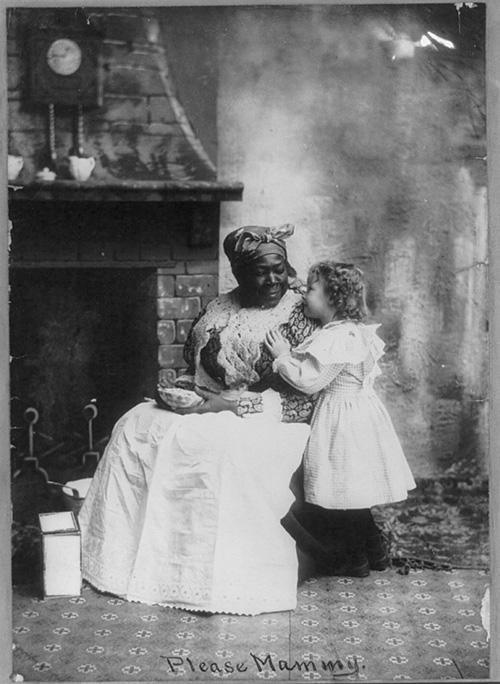 19 世紀的黑人姆媽與白人小主人,畫面看來親密無間,美國小說家威廉·福克納也在自己的黑人姆媽墓碑上,刻下一段動人文字:「Mammy/Her white children bless her(姆媽/她的白小孩感念她)」。圖│Connect with the Library