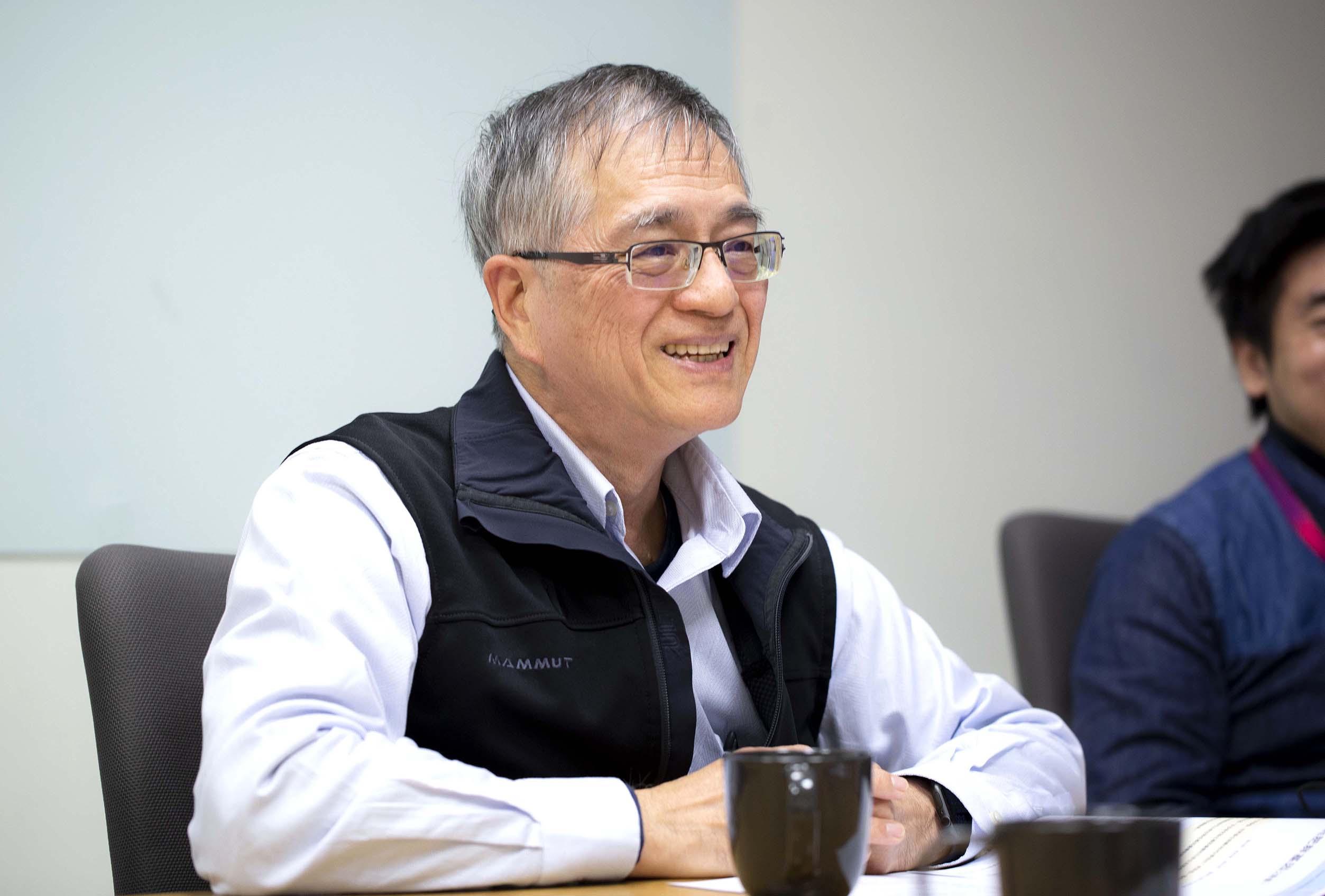 中研院生物醫學科學研究所李德章博士,同時也是臺灣人體生物資料庫主持人,說明臺灣人體生物資料庫最重要的願景即為促進國人的精準醫療與精準健康。圖│研之有物
