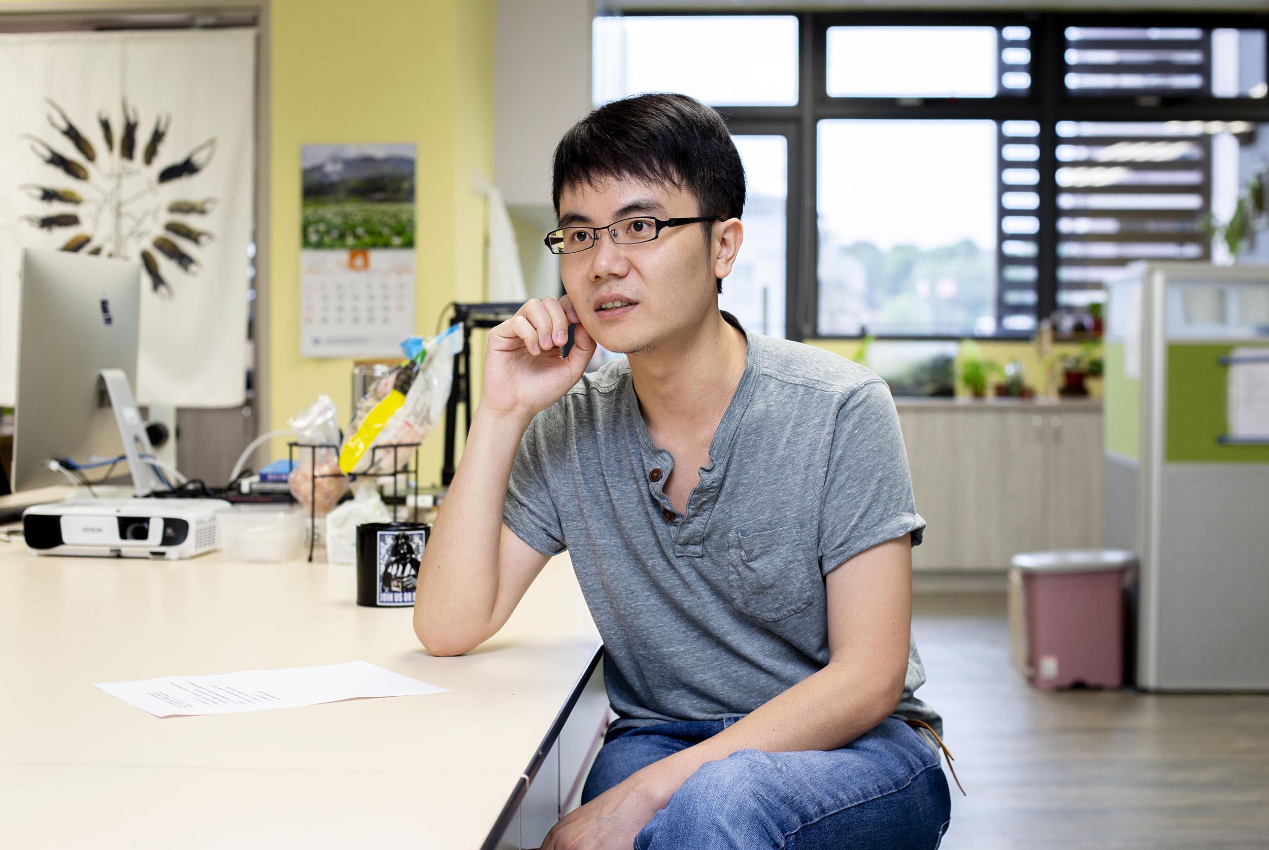 回到台灣後,黃仁磐除了鑽研多年的地衣、甲蟲以外,也嘗試新的方向,開始利用族群遺傳學來量化評估保育政策。圖│研之有物