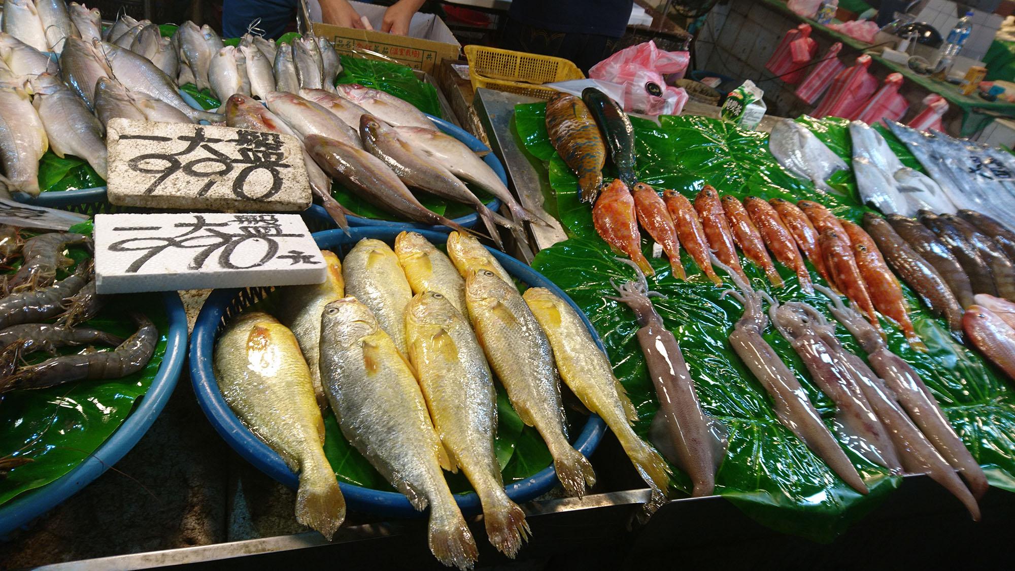 臺灣島民愛水產,從距今 5000 年前後的大坌坑早期文化,就可明顯看見食用魚、貝類的遺跡。荷蘭時期的《熱蘭遮城日誌》,也留有原住民食用海產、吃生鹹魚的記載。圖│研之有物