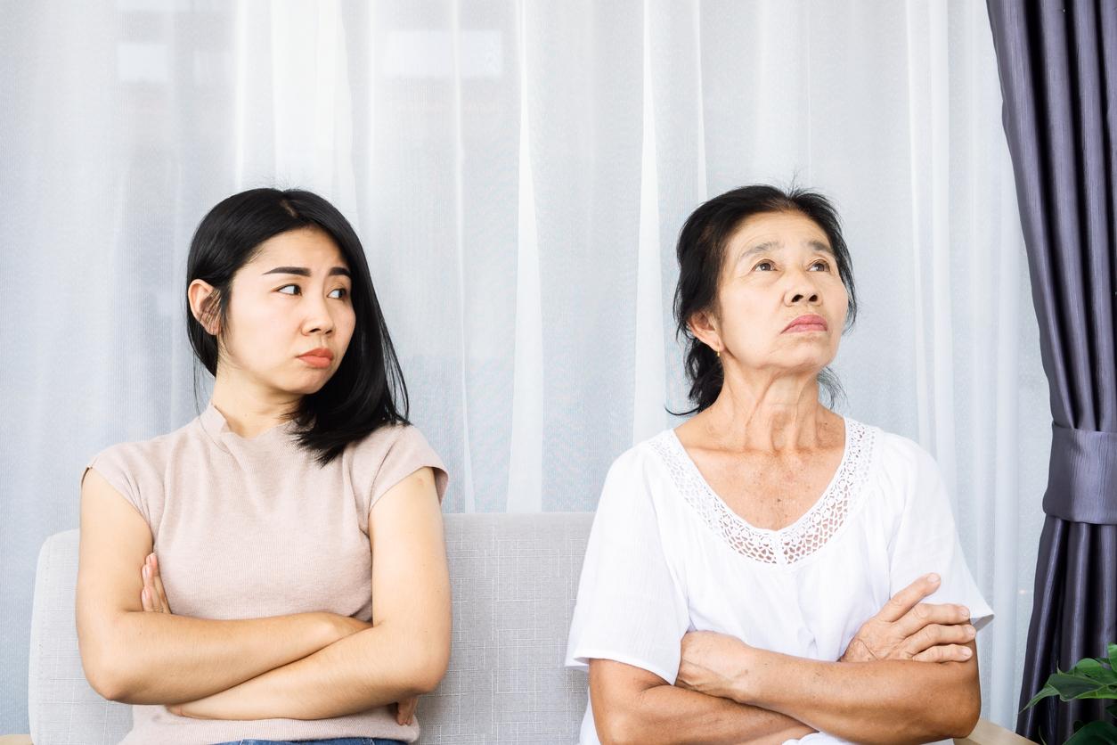 親子衝突經常來自價值觀衝突,未必有絕對對錯。成年子女與老年父母的親子溝通,過去鮮少被討論,但在步入高齡化社會,成為當代另一重要議題。圖│iStock