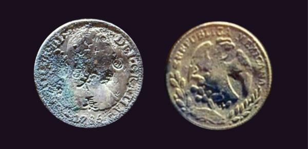 石棺內的外國銀幣。左為 1785 年鑄造西班牙卡洛斯三世銀幣,銀幣正面鑄有西班牙國王半身像,還有「天」、「長」等漢字戳印。右為 1862 年鑄造的墨西哥共和國銀幣,正面鑄有一隻展翅的雄鷹,為墨西哥國徽,鑄造年分前的「G」,表示銀幣來自瓜納華托(Guanajuato)鑄幣廠。圖│〈從羅妹號事件到南岬之盟:誰的衝突?誰的和解?〉(原始資料:盧康泰(2015),〈臺灣南部考古出土與傳世的西方銀幣研究〉)
